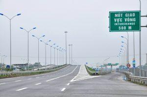 Thứ trưởng Nguyễn Hồng Trường đã ký Thông tư số 06/2016/TT-BGTVT ngày 8/4/2016 ban hành Quy chuẩn kỹ thuật quốc gia về báo hiệu đường bộ.